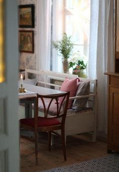 7 Popular Home Decor Trends: 2020 Edition Swedish Interior Design, Swedish Interiors, Swedish Cottage, Swedish Decor, Swedish Style, Retro Room, Living Spaces, Living Room, Shabby Chic Cottage