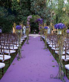 Mariage en extérieur violet