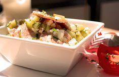 Schnelles, einfaches und gut vorzubereitendes Low Carb Rezept für einen feinen Wurstsalat mit Käsewürfeln. Als Beilage passen Tomaten und ...