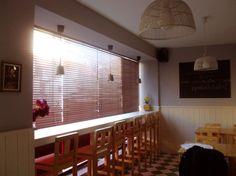 Restaurante - Creperia La Bombarde  Rua de Gondarém 239  4150-376 Porto   Tlf 220990228  mailto:creperia.l...  Horário:   terça a domingo: 12h às 20h