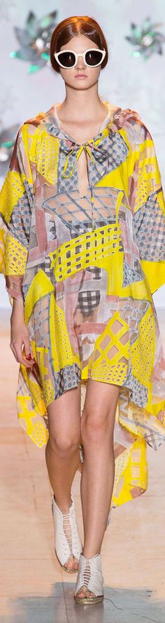 Catwalk photos and all the looks from Tsumori Chisato Spring/Summer 2015 Ready-To-Wear Paris Fashion Week Spring Fashion, Fashion Show, Fashion Design, Paris Fashion, Japan Fashion, Women's Fashion, College Fashion, Spring Summer 2015, Summer Trends