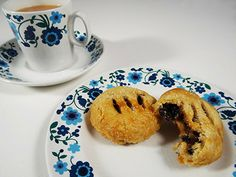 Eccles cakes with cup of tea | H is for Home #recipe