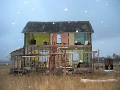 In 2005, Canadian artist Heather Benning took a derelict farmhouse in Saskatchewan, Canada and made it into a cool life-size Dollhouse.