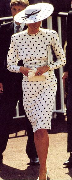 HRH Princess Diana of Wales looking lovely in black & white spots, photo taken before her divorce. Princess Diana Fashion, Princess Diana Family, Royal Princess, Isabel Ii, Lady Diana Spencer, Queen Of Hearts, Celebs, Celebrities, Royal Fashion