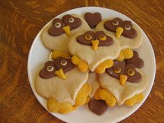 Almost Unschoolers: Heart Owl Cookies -more kindergarten valentines ideas Owl Cookies, Heart Cookies, Sugar Cookies, Yummy Treats, Sweet Treats, Yummy Food, Fun Food, Tasty, Owl Birthday Parties