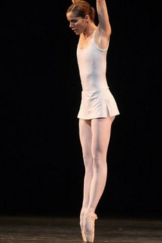 Darcey Bussell Song of the Earth ballet Ballet School, Ballet Class, Ballet Dancers, Ballet Wear, Paris Opera Ballet, City Ballet, Mikhail Baryshnikov, Pointe Shoes, Toe Shoes