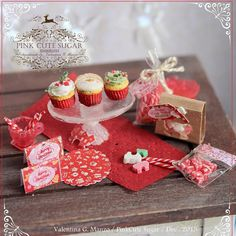 Ultimo set disponibile ❤️ #miniature #miniaturefood #christmas #cupcake