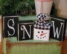 Christmas Crafts To Sell Make Money, Wooden Christmas Crafts, Wooden Christmas Decorations, Christmas Blocks, Christmas Signs Wood, Diy Christmas Gifts, Christmas Projects, Holiday Crafts, Diy Holiday Blocks