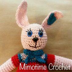 Joséphine le doudou lapin avec ses fleurs. Josephine the flowers rabbit blankie :) #crochet #blankie #flowers #rabbit