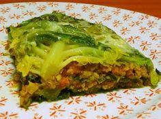 CHOU FARCI VEGETARIEN 1 chou vert frisé  70g de protéines de soja déshydratées (petits morceaux)  1 boite de champignons de Paris émincés (115g égouttés)  1 boite de tomates pelées au jus (250g égouttées)  1 carotte  1 oignon  1 gousse d'ail  1 cube de bouillon de légumes  2CS de sauce soja (tamari)  1CS de levure maltée  1CC de graines de moutarde  Sel, poivre  Read more at http://www.ptitchef.com/recettes/chou-farci-vegetarien-fid-709206#sBLkwj7j6V43GHLH.99