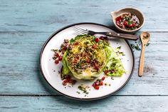 Grillet nykål med tomatdressing.  Grønne retter på under 10 minutter! Avocado Egg, Eggs, Breakfast, Sun, Morning Coffee, Egg, Egg As Food, Avocado Egg Boats