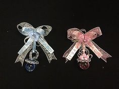 One baby shower guest pin. These beautiful pins are hand made and are available in the colors of your choice. Bebe Shower, Baby Shower Pin, Baby Shower Gift Bags, Cowboy Baby Shower, Baby Shower Balloons, Baby Boy Shower, Baby Shower Decorations For Boys, Baby Shower Centerpieces, Baby Corsage