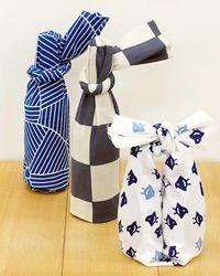 tenugui used as makeshift furoshiki Furoshiki Wrapping, Gift Wrapping, Tokyo Travel Guide, Japanese Wrapping, Japanese Lifestyle, Wraps, Japanese Outfits, Japanese Fabric, Washing Clothes