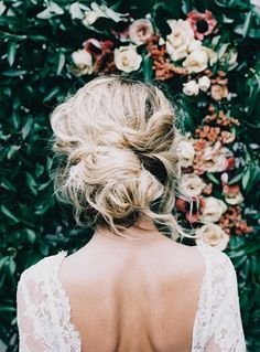 16 Seriously Chic Vintage Wedding Hairstyles soft loose wedding hair boho bride look weddingsonline Summer Wedding Hairstyles, Boho Hairstyles, Pretty Hairstyles, Hairstyle Ideas, Vintage Hairstyles, Elegant Hairstyles, Vintage Updo, Bridesmaid Hairstyles, Easy Hairstyle