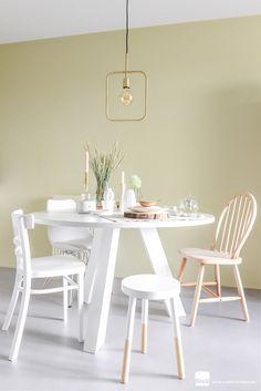 Eetkamer stijl in lentekleuren | Woonkamer inrichten | Stoelen bij de eettafel