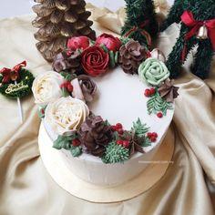 Bespoke Christmas Buttercream Cake