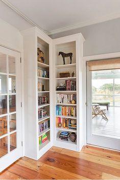 41 Trendy ideas for hallway storage corner bookshelves Corner Shelf Design, Bookshelf Design, Bookshelf Ideas, Corner Storage, Hallway Storage, Corner Bookshelves, Built In Bookcase, Bookcases, Library Shelves