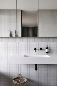 White Bathroom Tiles, White Tiles, Modern Bathroom, Small Bathroom, White Square Tiles, Square Bathroom Sink, Cream Bathroom, Minimalist Bathroom Design, Minimal Bathroom
