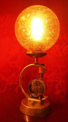 Tämä työnimen Time Machine eli aikakone saanut lamppu syntyi eräästä… Vintage Lamps, Steampunk, Recycling, Table Lamp, Lighting, Home Decor, Art, Vintage Light Bulbs, Homemade Home Decor