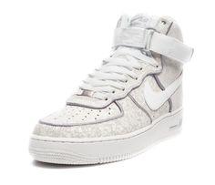 save off d02c1 924a1 FEET Nike Air Force 1 Hi Kobe, in Summit White. Distressed tonal leather