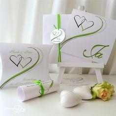 Hochzeitseinladungen mit Herzen in grün