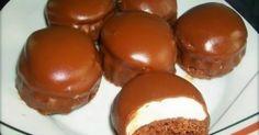 Yλικά Για το παντεσπάνι: 4 αυγά1 φλ. ζάχαρη2 βανίλιες1 φλ. αλεύρι για όλες τις χρήσεις2 κουτ.γλυκ. κορν φλάουρ1 κουτ.γλυκ. μπέκιν πάουντερ1/2 κ.γ. αλάτι Γι