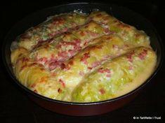 Rouleaux de chou farcis aux pommes de terre, sauce fromage & bacon |