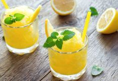This easy mango margarita is the perfect summer drink! This fruity margarita recipe uses mango juice, so it's quick and easy to make. These margaritas aren't too strong the way the recipe is worded, but you Easy Margarita Recipe, Margarita Recipes, Cocktail Recipes, Margarita On The Rocks, Healthy Lemonade, Healthy Drinks, Healthy Snacks, Beste Cocktails, Recipes