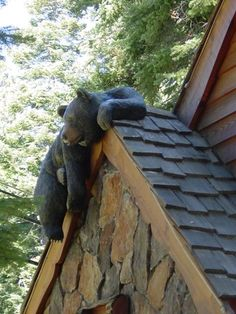 Faux Bear / Outdoor Cottage and Cabin Decor – woodworkingstatue Log Cabin Living, Log Cabin Homes, Mon Zoo, Black Bear Decor, Deco Originale, Wood Carving Art, Wood Creations, Cozy Cabin, Cabins In The Woods