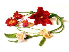 Bitte liken, teilen & uns auf http://www.filzpackerl.at besuchen :) Mit unseren Filz-Set erlernst Du das Nassfilzen von Blumenschmuck aus Schafwolle. Von Blu...
