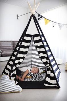 Sleeping in tipi tent Diy Tipi, Kids Tents, Teepee Kids, Teepees, Baby Boy Rooms, Baby Room, Teepee Party, Diy Bebe, Kids Corner
