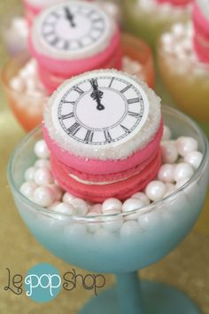 Custom Couture Clock Ticings for Le Pop Shop—leaders of the Macaron Revolution! Retail location opening Spring Shipping to US French Macarons Recipe, Macaron Recipe, Meringue Cookies, Cupcake Cookies, Le Pop, Macaron Cake, Cake Bars, Wonderful Recipe, Eclairs