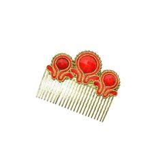 Complementos flamenca. Peinecillo de flamenca en color rojo con tres piedras facetadas en mismo tono perfilado en dorado del conjunto rojo/marfil.