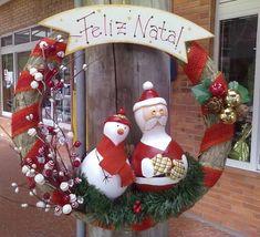 Guirlanda natalina com Papai Noel e boneco de neve em porongo, complementos com bolas e elementos secos. R$ 50,00