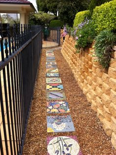 Mosaic stepping stones for school garden Mosaic Crafts, Mosaic Projects, Mosaic Art, Garden Projects, Mosaics, Outdoor Crafts, Outdoor Art, Outdoor Gardens, Mosaic Stepping Stones