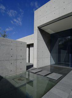 Concrete House, Contemporary Spanish Home - e-architect Architecture Durable, Concrete Architecture, Modern Architecture Design, Interior Architecture, Patio Interior, Home Interior, Modern Exterior, Exterior Design, Wall Exterior