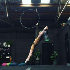 Some hoop play today @blackbirdmelbourne #amyhazel #lyra #hoop #splits #training…