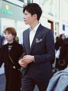 A complete guide to dress codes for events in Singapore Song Wei Long, Asian Men Hairstyle, Men Hairstyles, Korean Fashion Men, Chinese Boy, How To Pose, Ulzzang Boy, Asian Actors, Actor Model