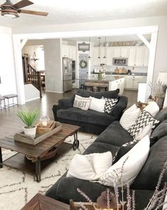 The paint may play its role, but when it comes to a rustic chic living room, the secret is in the details that pull everything together, the rustic farmhouse cherry-picked pieces that pop out in an otherwise plain chic room. Perhaps you can go farther and pick a wall to cover in wooden panels or to hang wood features and interesting casual lighting fixtures. These country living room ideas, are some of the best options you can find, all combined into a rustic chic living room design ex.. Living Room Grey, Interior Design Living Room, Living Room Designs, Living Rooms, Apartment Living, Kitchen Living, Room Kitchen, Cozy Apartment, Kitchen Ideas