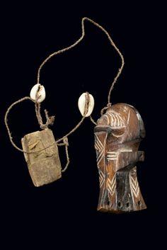 """Miniature mask """"kifwebe"""", Songye, DRC"""