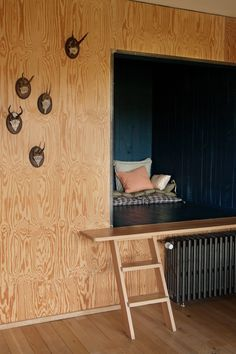 The Socialite Family | Une cabane quand il fait froid. #famille #family #mulhouse #cityguide #lacerisesurlegâteau #annehubert #decor #homestyle #homedecor #décoration #design #wood #bois #kidsbedroom #chambredenfant #pine #osb #osbstyle #osbwood #industrialstyle #factory #vintage #inspiration #homeinspiration #idea #home #thesocialitefamily
