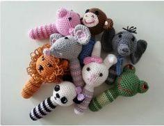 Tuto Amigurumi: animal rattles All about crochet and Crochet Heart Blanket, Crochet Baby Jacket, Crochet Beanie Pattern, Crochet Amigurumi Free Patterns, Crochet Afghans, Crochet Diy, Crochet Braids, Baby Rattle, Crochet Projects