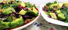 O salata dietetica ideala pentru curele de slabire si de detoxifiere, facutadiningrediente cuun continut caloric mic, dar extraordinar de bogate in vitamine si minerale.  Salatele insotesc felurile principale de mancare sau pot constitui si singure un pranz complet si sanatos.Nu este o exagerare ca putem face salate din toate ingredientele pe care le avem […] 30 Minute Meals, Healthy Salad Recipes, Guacamole, Sprouts, Cabbage, Vegan, Vegetables, Ethnic Recipes, Food