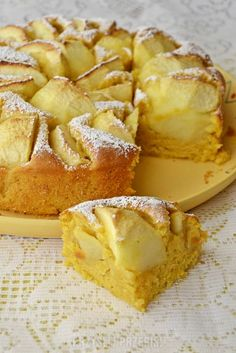 Dyniowe ciasto z jabłkami - PrzyslijPrzepis.pl Pineapple Coconut Bread, Apple Cake, Chocolate, Sweet Recipes, Camembert Cheese, Delish, French Toast, Good Food, Food And Drink