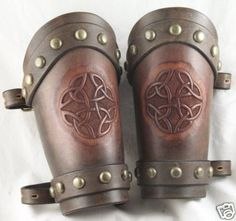 Medieval , LARP , Leather Arm Bracers / Gauntlets Cuffs - pinning for the celtic design Leather Bracers, Leather Cuffs, Leather Tooling, Leather Bag, Larp, Crea Cuir, Viking Armor, Leather Carving, Medieval Fashion