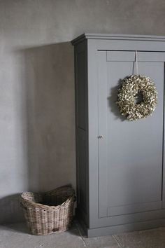 Cupboard, basket, and wreath Vaisseliers Vintage, Interior Decorating, Interior Design, Chalk Paint Furniture, Rustic Interiors, Decoration, Vintage Furniture, Interior Inspiration, Interior And Exterior