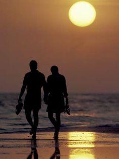 21 Best Couples Beach Walk Images Paseo En La Playa Citas Fotos