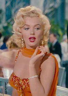 "Marilyn Monroe als Lorelei Lee ""Gentlemen Prefer Blondes"" Marylin Monroe, Estilo Marilyn Monroe, Marilyn Monroe Photos, Marilyn Monroe Movies, Vintage Hollywood, Hollywood Glamour, Hollywood Stars, Classic Hollywood, Gentlemen Prefer Blondes"
