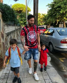 Superstar footballer, Lionel Messi who isn't on international duty and not among the Argentina squad to faceGuatemala and Colombia, shared these photos of himself taking his two sons, Thiago and Mateo, to school. Messi Soccer, Messi 10, Cr7 Junior, Real Madrid Team, Antonella Roccuzzo, Lionel Messi Wallpapers, Messi Argentina, Leonel Messi, Team Leo