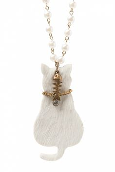 Darling Divine - Preppy kitty wants a fishy! Long pearl necklace . Aaaah, wat lief! #topvintage